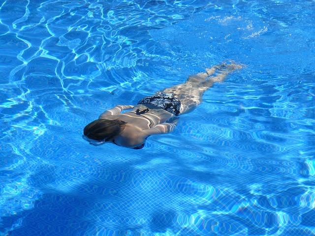 Čištění bazénu s pomocí filtrace není jen sezonní záležitostí