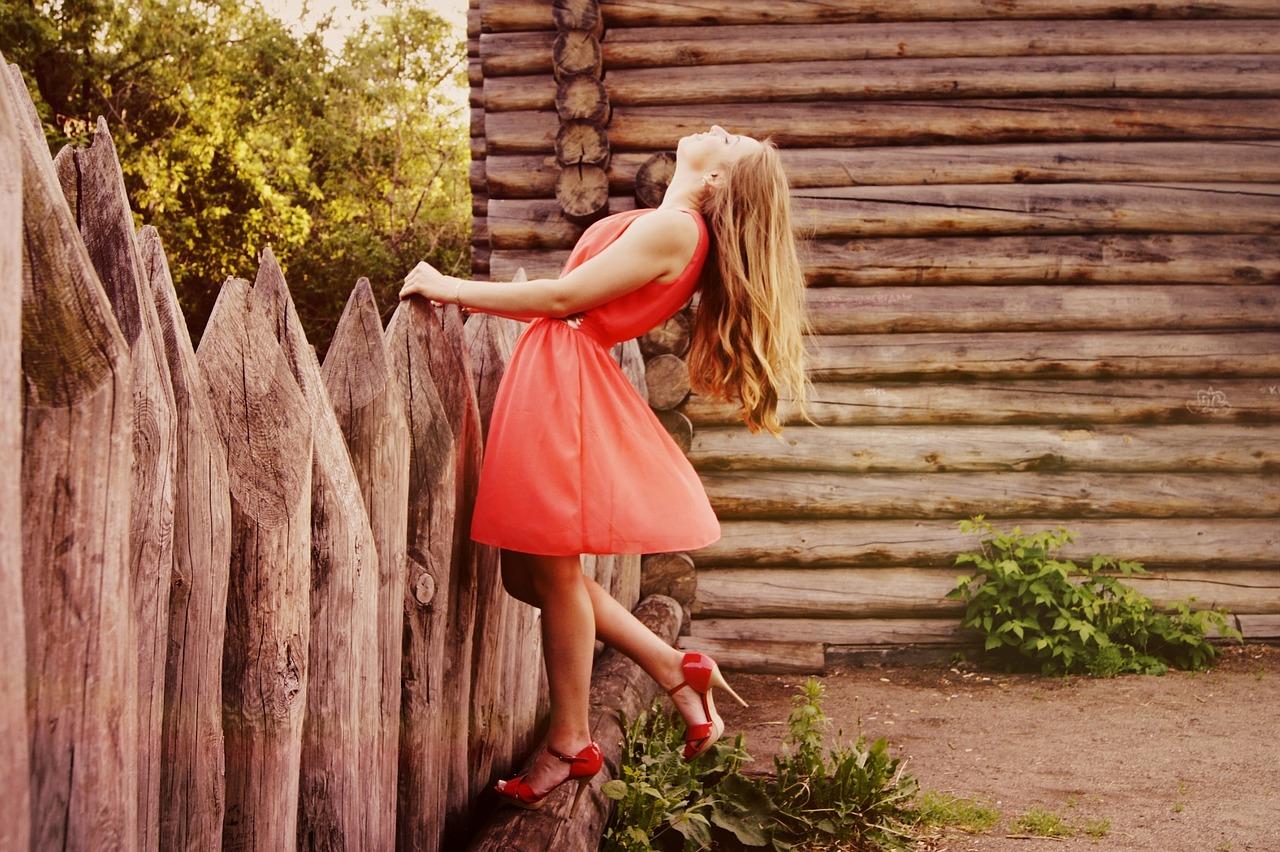 Trendy v dámských šatech- vybavte se na jaro a léto 2018!